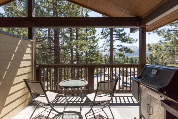 Porch off Living-room. Piped-in-Gas BBQ, Mountain Views